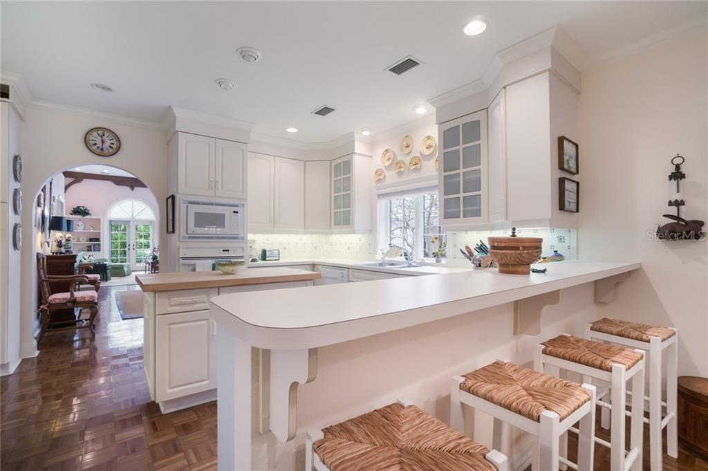 Kitchen breakfast bar - Single Family Home for sale at 801 Palm Ave, Boca Grande, FL 33921 - MLS Number is D5922399