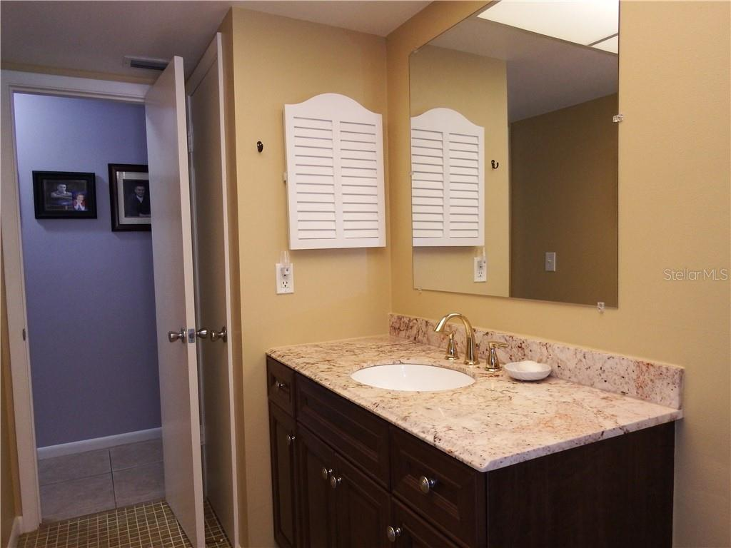 Guest shower tub combo - Single Family Home for sale at 12 Oakland Hills Pl, Rotonda West, FL 33947 - MLS Number is D6100794