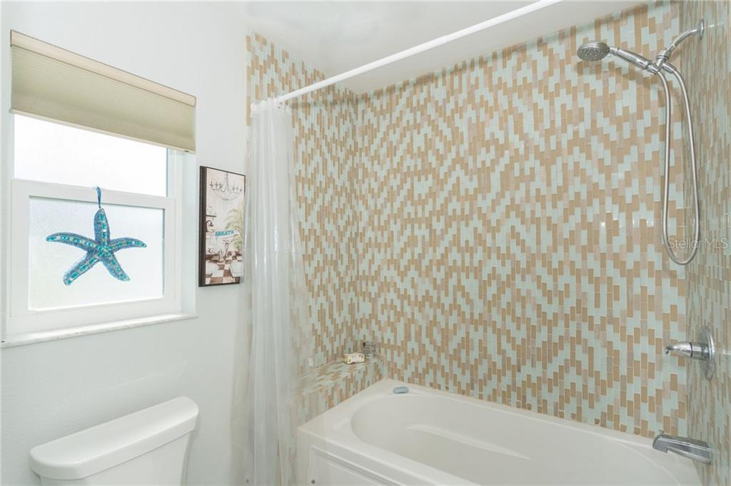 Shower and bath tub - Single Family Home for sale at 190 W Wentworth St, Englewood, FL 34223 - MLS Number is D6106918