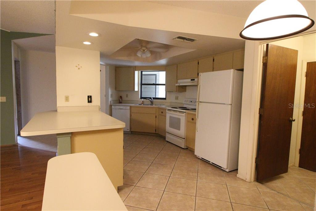 Eat-In Kitchen with Breakfast Bar - Villa for sale at 420 Pendleton Dr, Venice, FL 34292 - MLS Number is D6109987