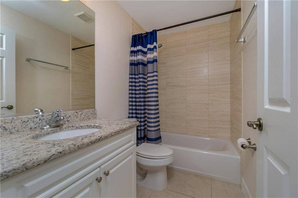 THIS IS THE GUEST BATHROOM. IT HAS A TUB/SHOWER COMBO AND GRANITE COUNTERS. - Single Family Home for sale at 112 Boxwood Ln, Rotonda West, FL 33947 - MLS Number is D6114179
