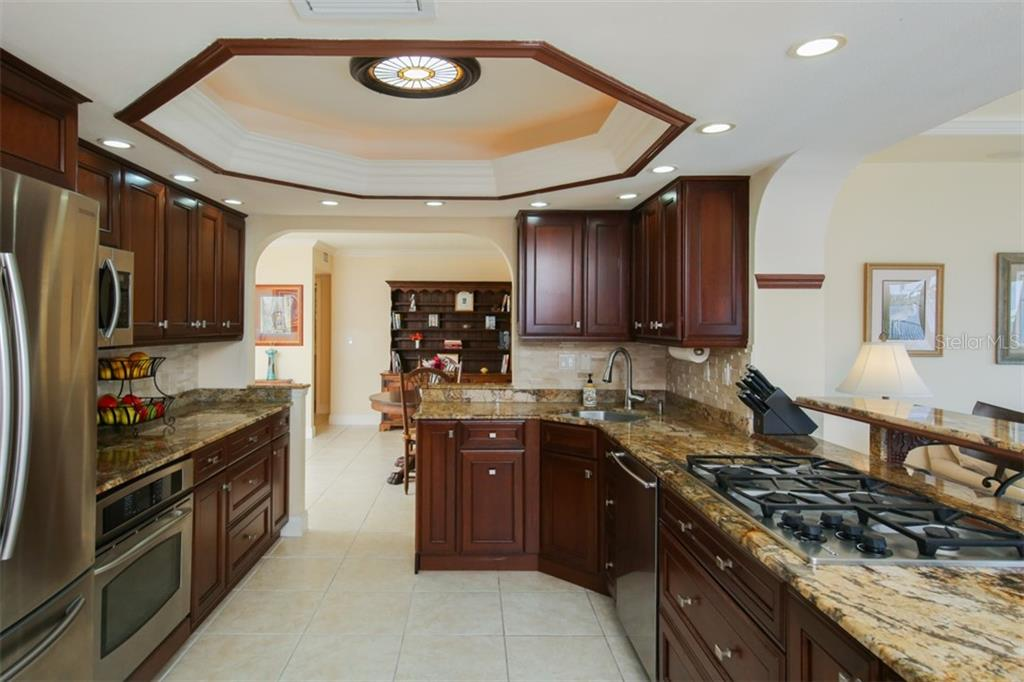 Tray ceiling in kitchen with lovely skylight and gas cooktop - Single Family Home for sale at 158 Morgan Ln Se, Port Charlotte, FL 33952 - MLS Number is C7400633