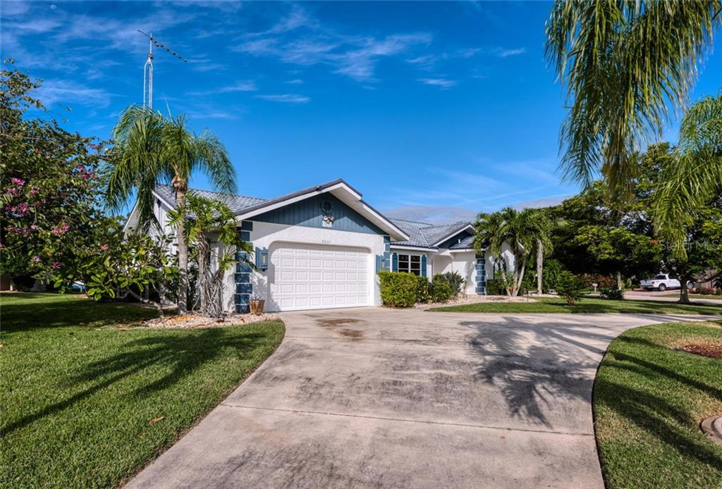Huge circular driveway - plenty of space for entertaining - Single Family Home for sale at 5001 Captiva Ct, Punta Gorda, FL 33950 - MLS Number is C7422558