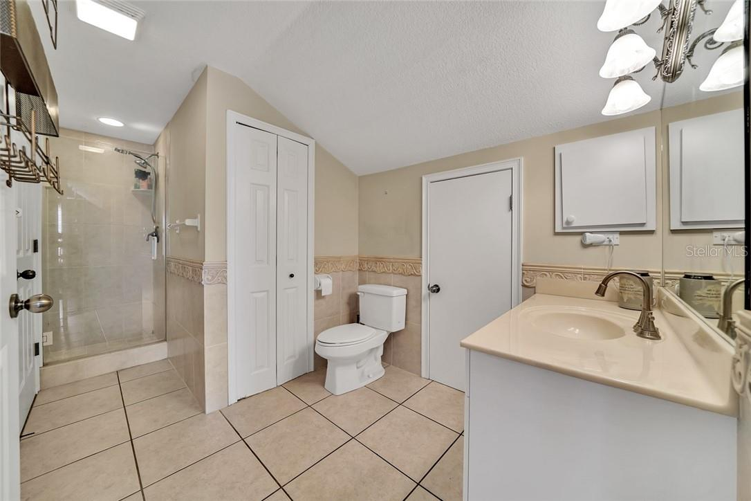 Full bathroom for 3rd and 4th guest bedrooms - Single Family Home for sale at 10230 Sw County Road 769, Arcadia, FL 34269 - MLS Number is C7437596