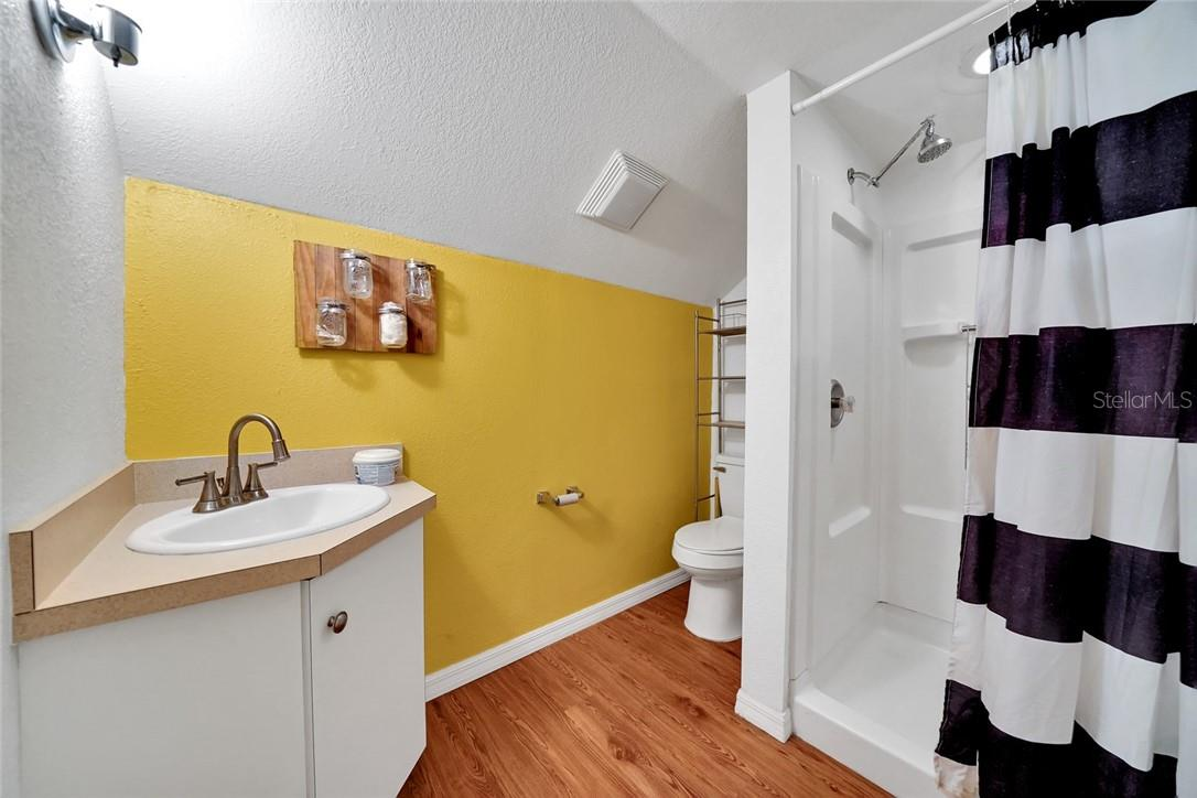 Barn apartment full bathroom - Single Family Home for sale at 10230 Sw County Road 769, Arcadia, FL 34269 - MLS Number is C7437596