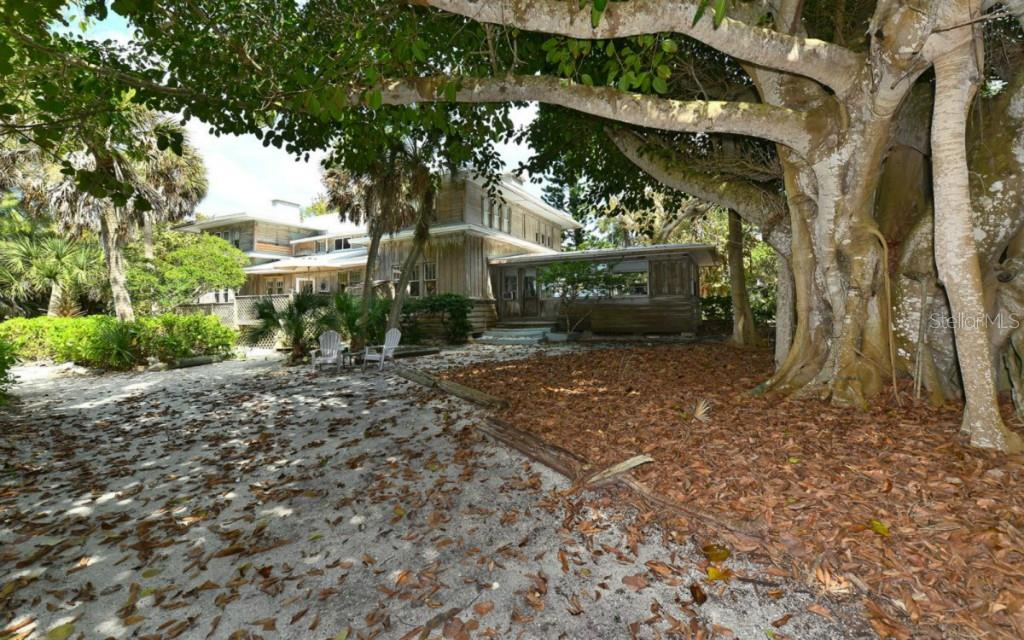 The entrance to the property. - Vacant Land for sale at 608 N Casey Key Rd, Osprey, FL 34229 - MLS Number is A4127758
