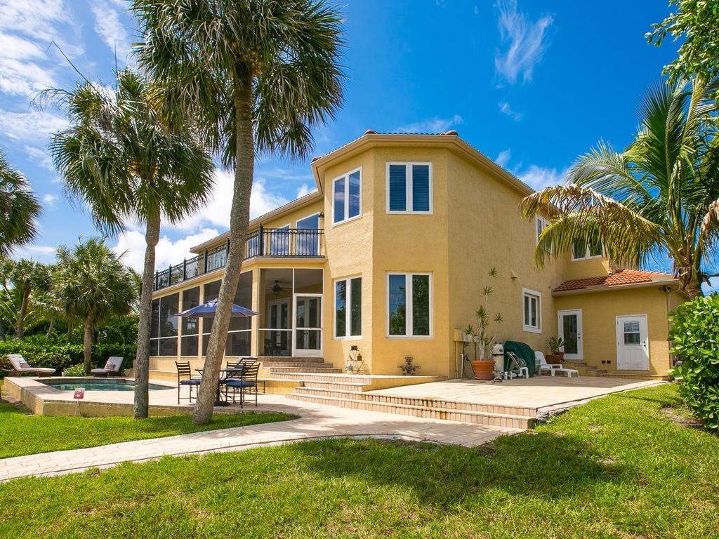 Single Family Home for sale at 5555 Cape Leyte Dr, Sarasota, FL 34242 - MLS Number is A4157475