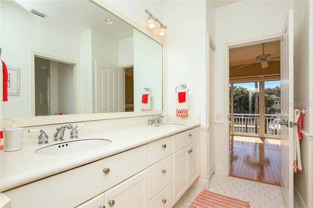 Jack and Jill Bathroom with Dual Vanities! - Single Family Home for sale at 722 Siesta Dr, Sarasota, FL 34242 - MLS Number is A4169257