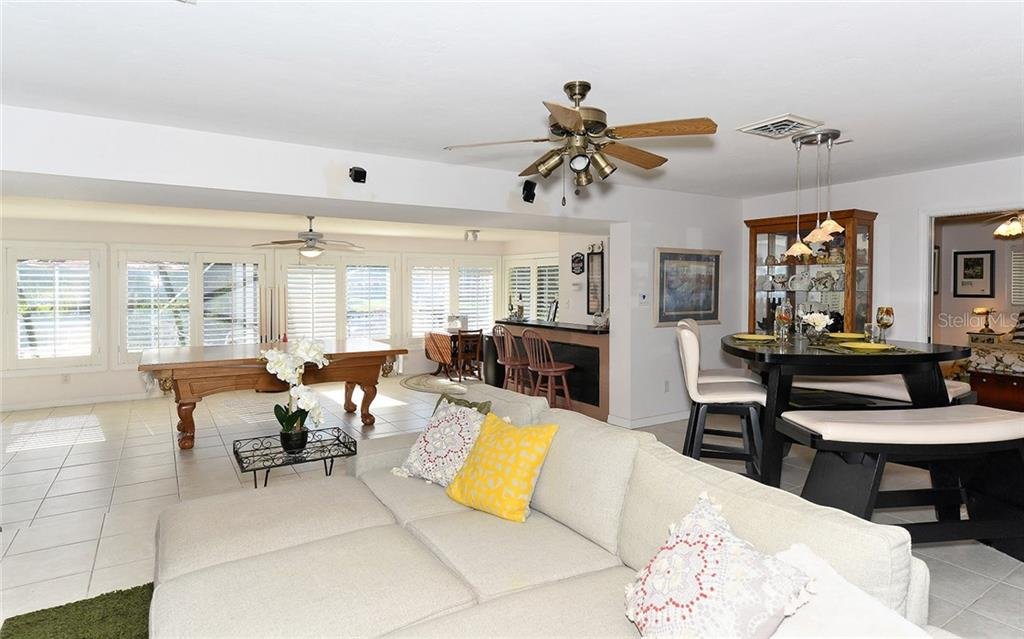 Single Family Home for sale at 1532 Shelburne Ln, Sarasota, FL 34231 - MLS Number is A4173872