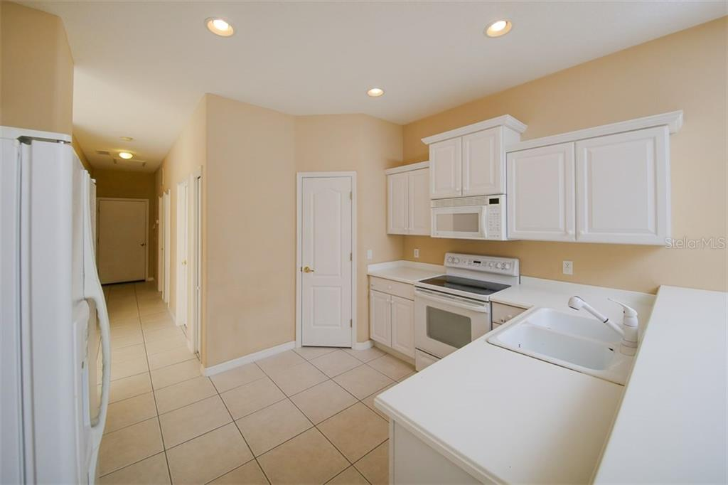 Villa for sale at 419 Fairway Isles Ln, Bradenton, FL 34212 - MLS Number is A4179556