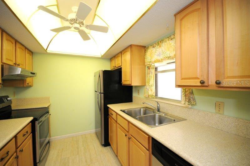 Kitchen - Condo for sale at 2215 Circlewood Dr #46, Sarasota, FL 34231 - MLS Number is A4180138