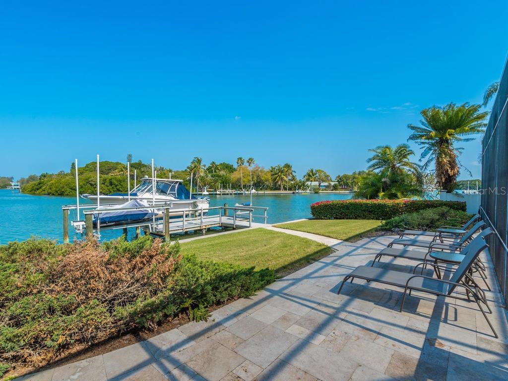Single Family Home for sale at 593 Juan Anasco Dr, Longboat Key, FL 34228 - MLS Number is A4182439