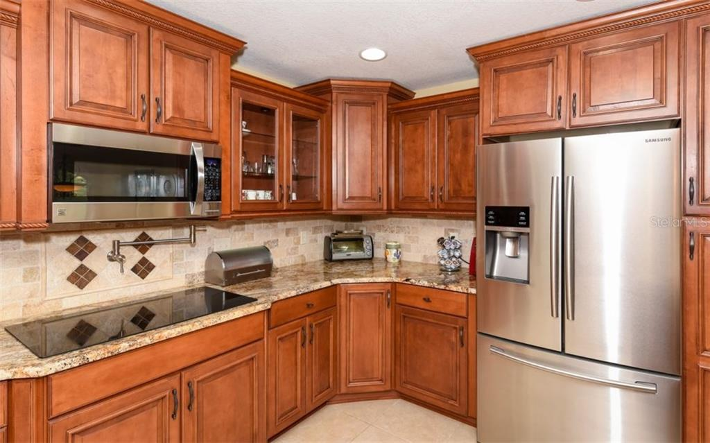 Gourmet kitchen!! - Single Family Home for sale at 1627 Shelburne Ln, Sarasota, FL 34231 - MLS Number is A4184556