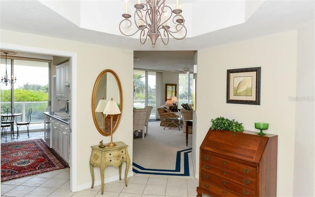 Large foyer - Condo for sale at 1800 Benjamin Franklin Dr #a202, Sarasota, FL 34236 - MLS Number is A4187131