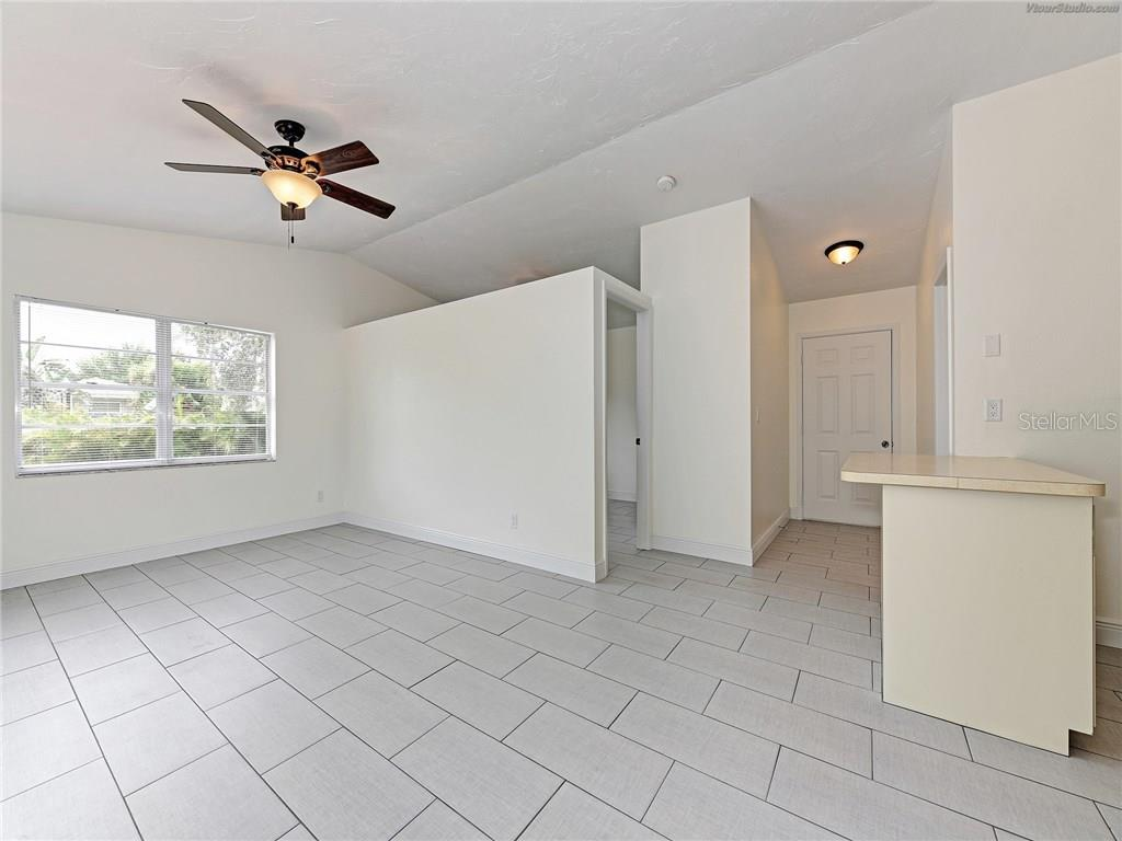 IN LAW QUARTERS - Single Family Home for sale at 916 W Shannon Ct, Venice, FL 34293 - MLS Number is A4187148
