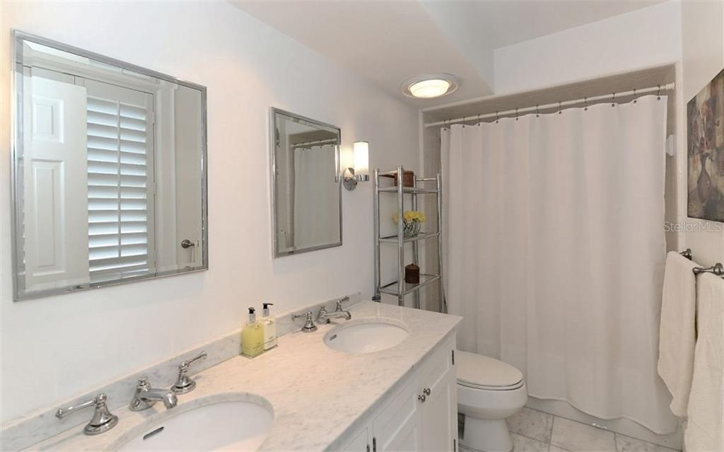 Guest Bathroom with tub/shower combination - Townhouse for sale at 68 Bishops Court Rd #115, Osprey, FL 34229 - MLS Number is A4187983