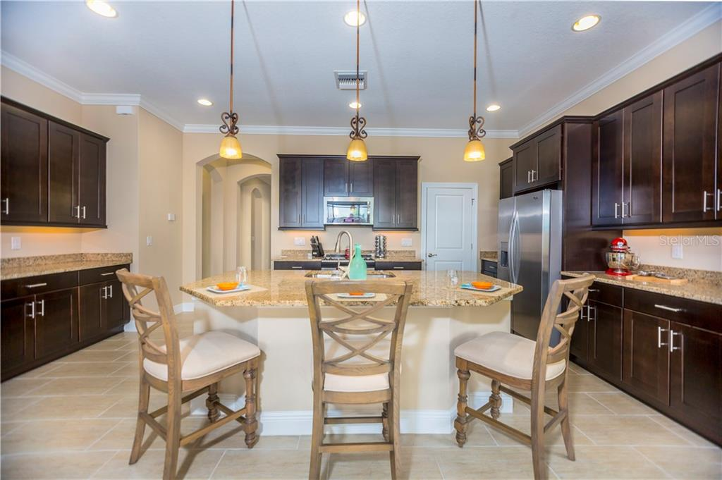 Breakfast bar/kitchen - Single Family Home for sale at 23883 Waverly Cir, Venice, FL 34293 - MLS Number is A4190222