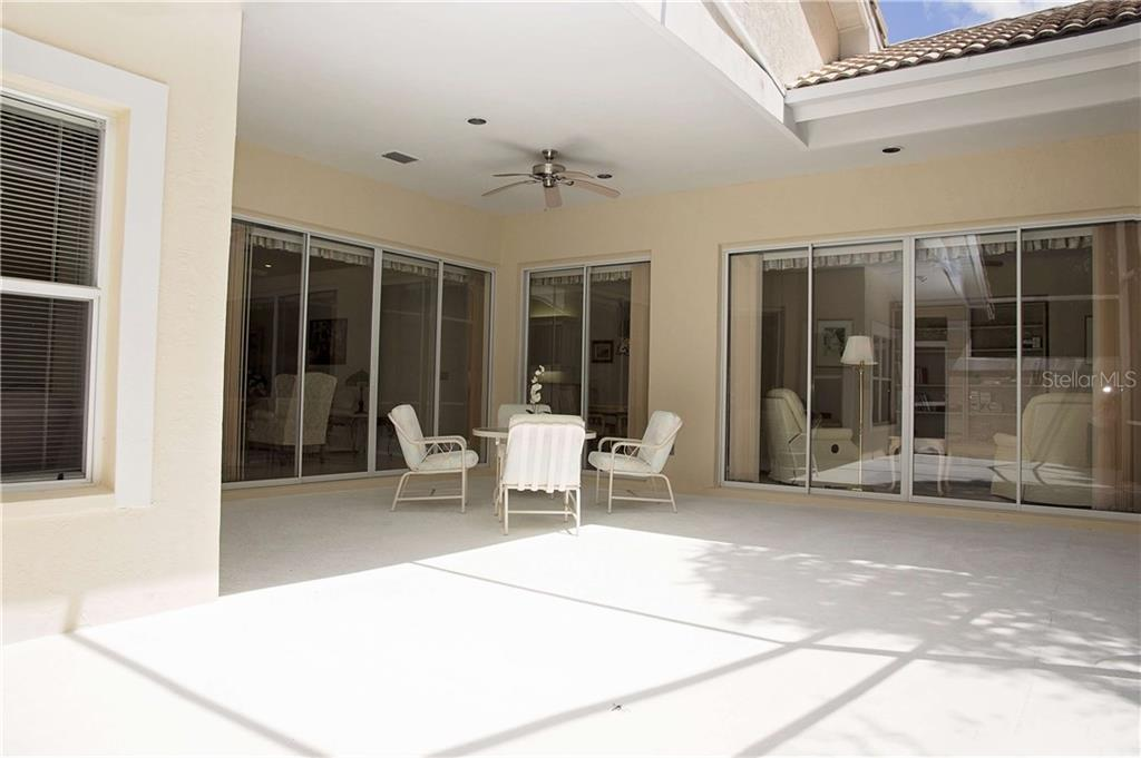 Villa for sale at 8005 Bobcat Cir, Sarasota, FL 34238 - MLS Number is A4191833