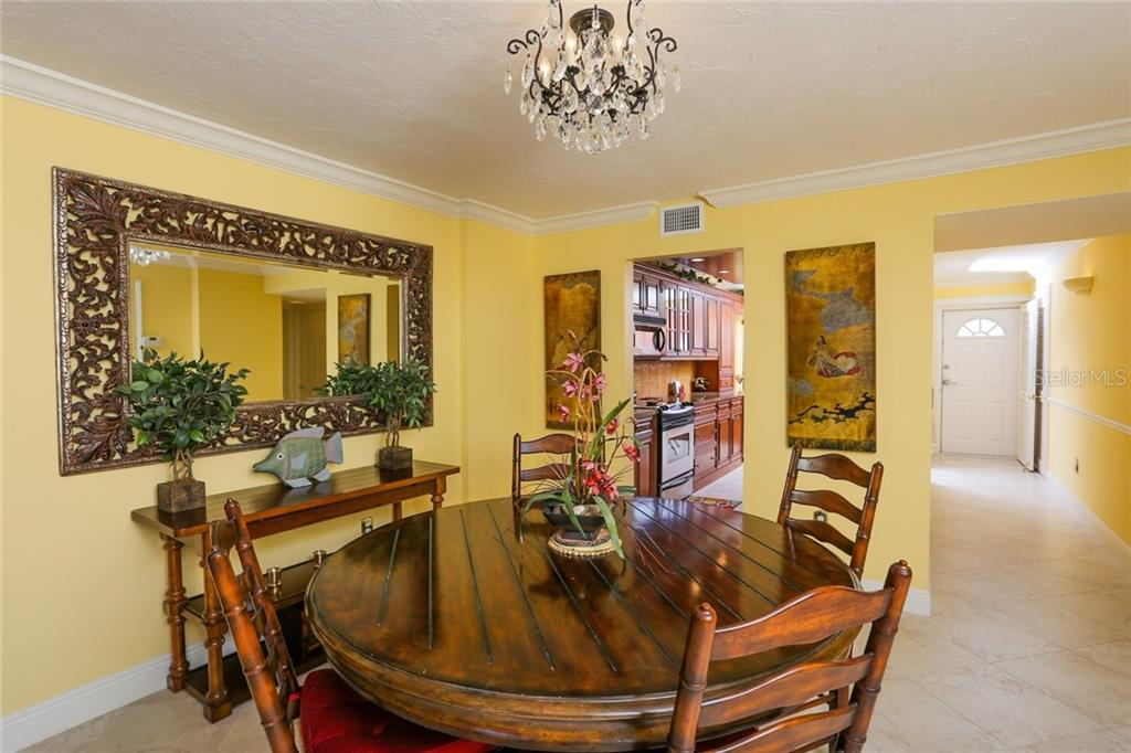 Dining area - Condo for sale at 20 Whispering Sands Dr #1103, Sarasota, FL 34242 - MLS Number is A4192663