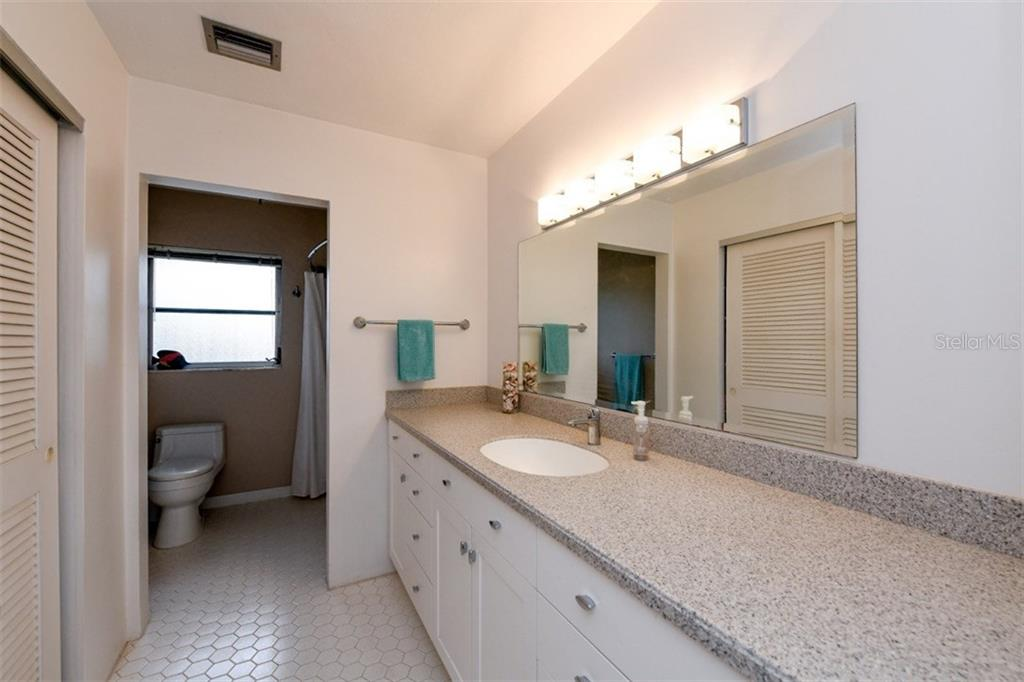 2nd bathroom - Single Family Home for sale at 5515 Contento Dr, Sarasota, FL 34242 - MLS Number is A4194719