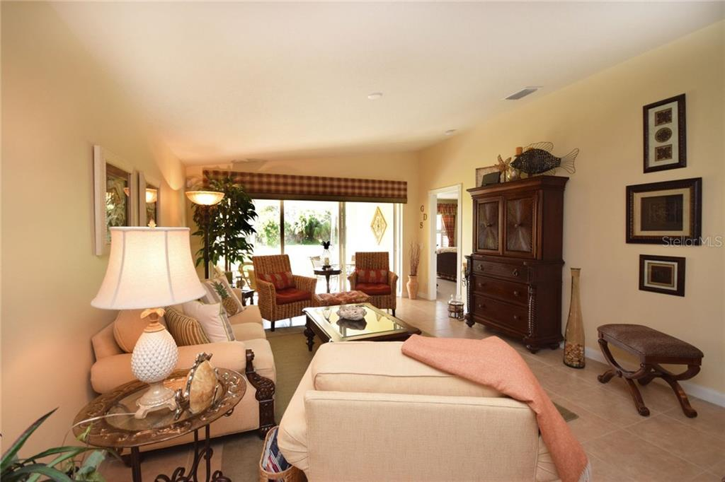 Flexible floor plan with lots of light - Villa for sale at 2127 Burgos Dr, Sarasota, FL 34238 - MLS Number is A4195921
