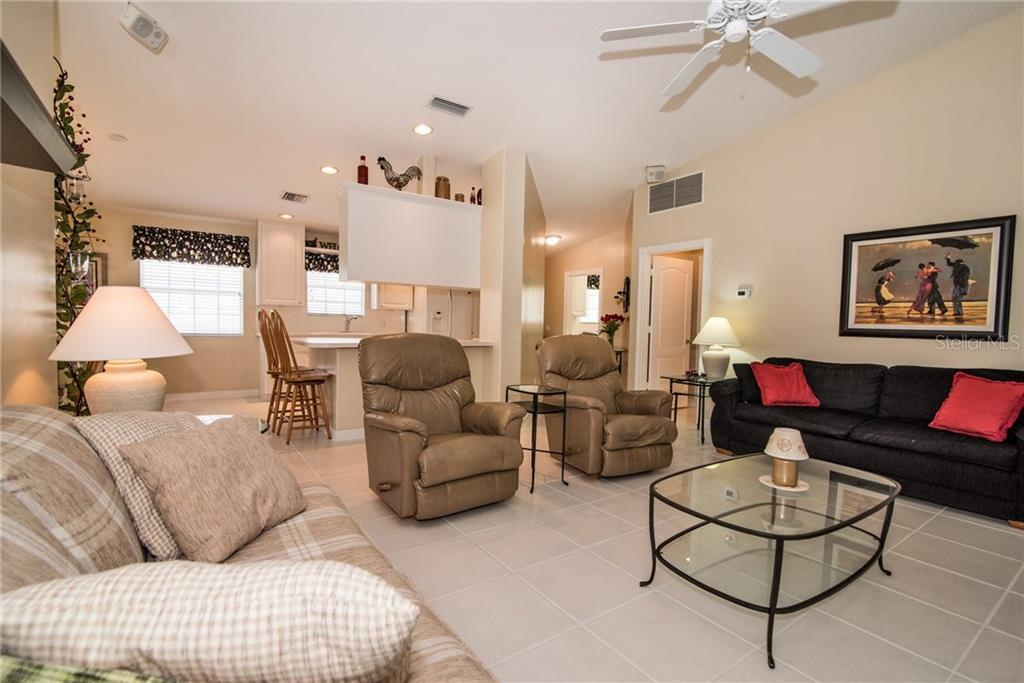 Single Family Home for sale at 5550 Modena Pl, Sarasota, FL 34238 - MLS Number is A4198404