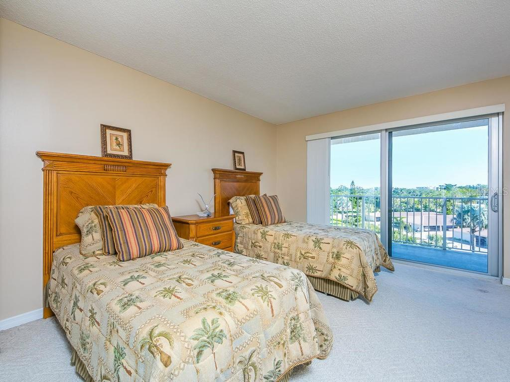 Swimming pool and sun deck - Condo for sale at 2301 Gulf Of Mexico Dr #55n, Longboat Key, FL 34228 - MLS Number is A4206569