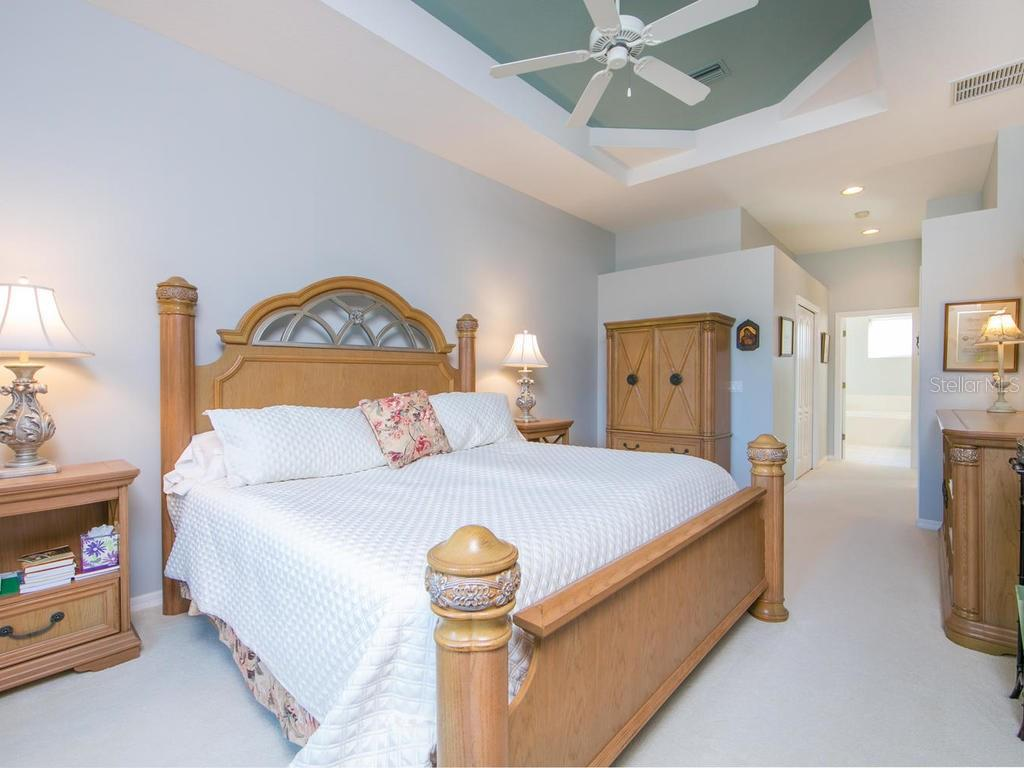 Master bedroom - Single Family Home for sale at 1010 Oak Preserve Ln, Osprey, FL 34229 - MLS Number is A4207598