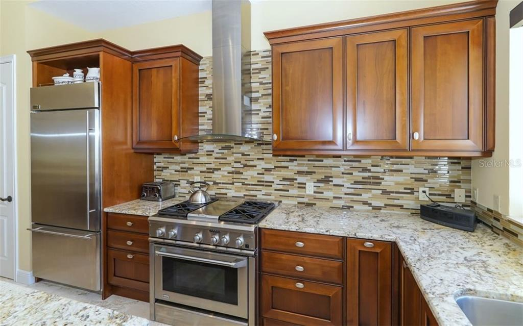 Kitchen with gas cooktop and electric oven - Single Family Home for sale at 1179 Morningside Pl, Sarasota, FL 34236 - MLS Number is A4209174
