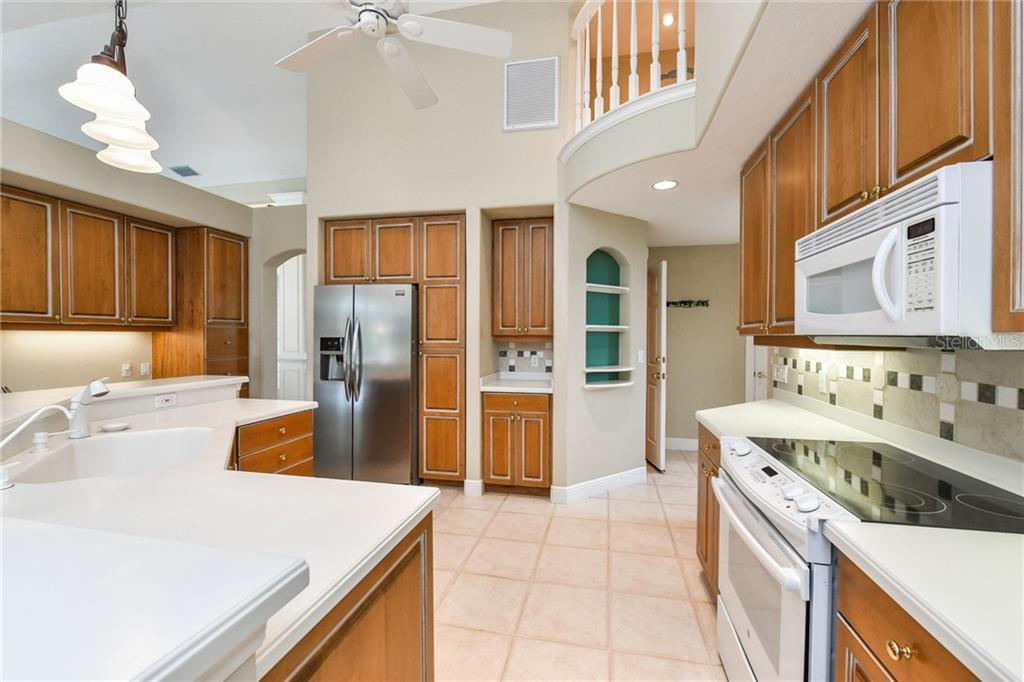 Single Family Home for sale at 5585 Siesta Estates Ct, Sarasota, FL 34242 - MLS Number is A4211109