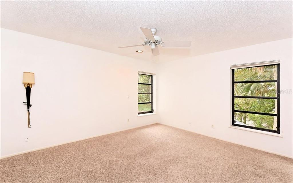 Guest bedroom - Condo for sale at 3440 Gulf Of Mexico Dr #8, Longboat Key, FL 34228 - MLS Number is A4214047