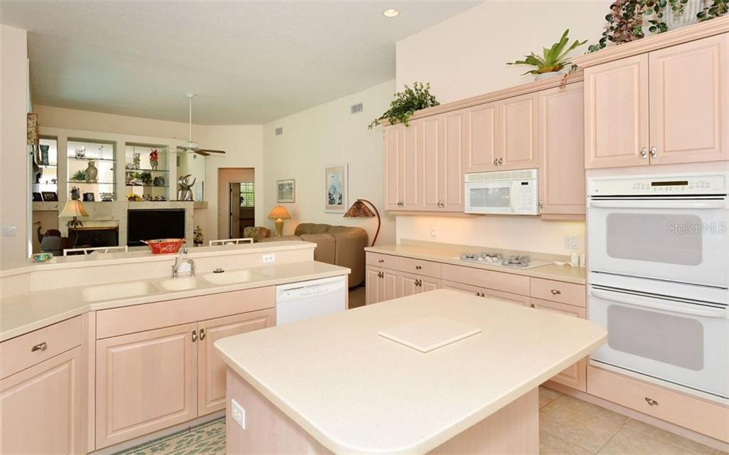 Kitchen - Single Family Home for sale at 402 Trenwick Ln, Venice, FL 34293 - MLS Number is A4214615