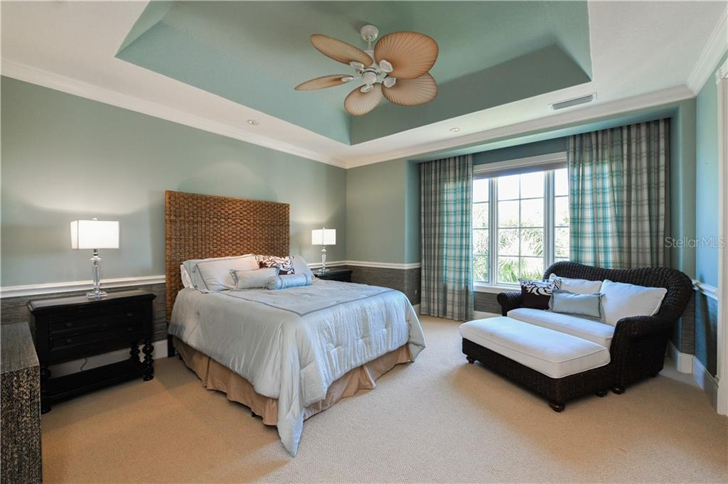 Guest Bedroom with bath - Single Family Home for sale at 506 Venice Ln, Sarasota, FL 34242 - MLS Number is A4402493