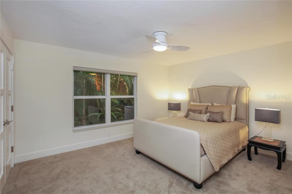 Single Family Home for sale at 1627 Peregrine Point Ct, Sarasota, FL 34231 - MLS Number is A4403287