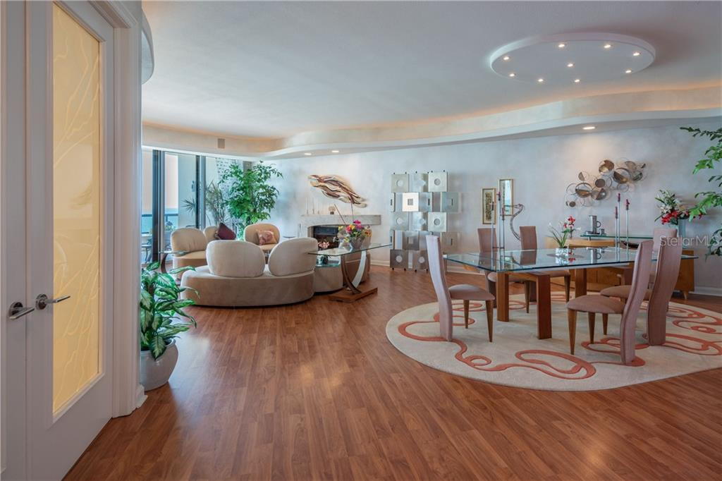 Living room/dining room combo. - Condo for sale at 435 L Ambiance Dr #k806, Longboat Key, FL 34228 - MLS Number is A4406683
