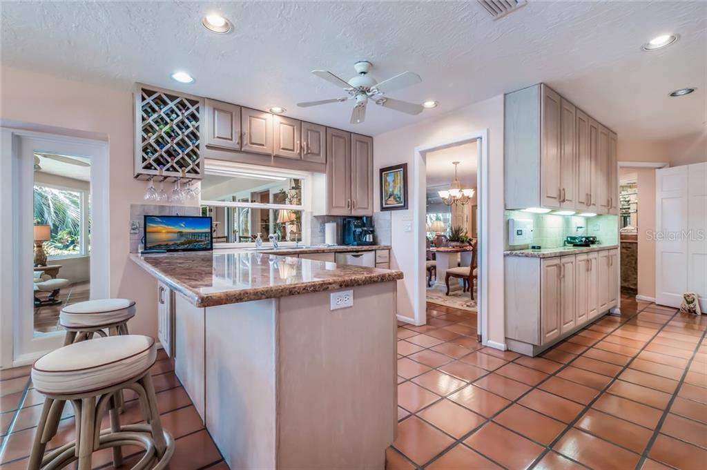 Single Family Home for sale at 634 S Owl Dr, Sarasota, FL 34236 - MLS Number is A4406752