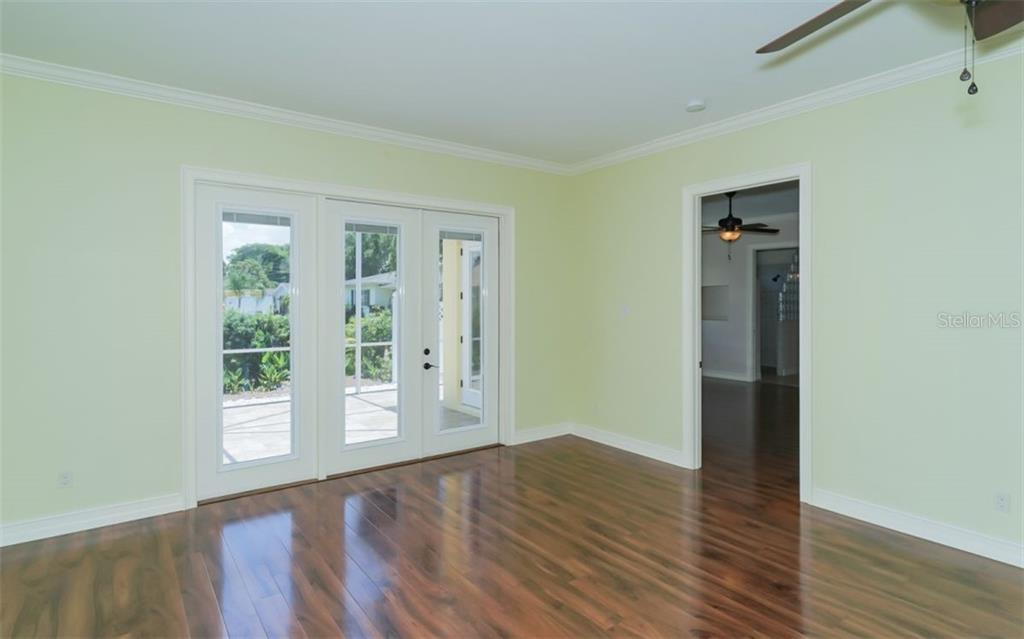 Single Family Home for sale at 417 Beach Park Blvd, Venice, FL 34285 - MLS Number is A4406804
