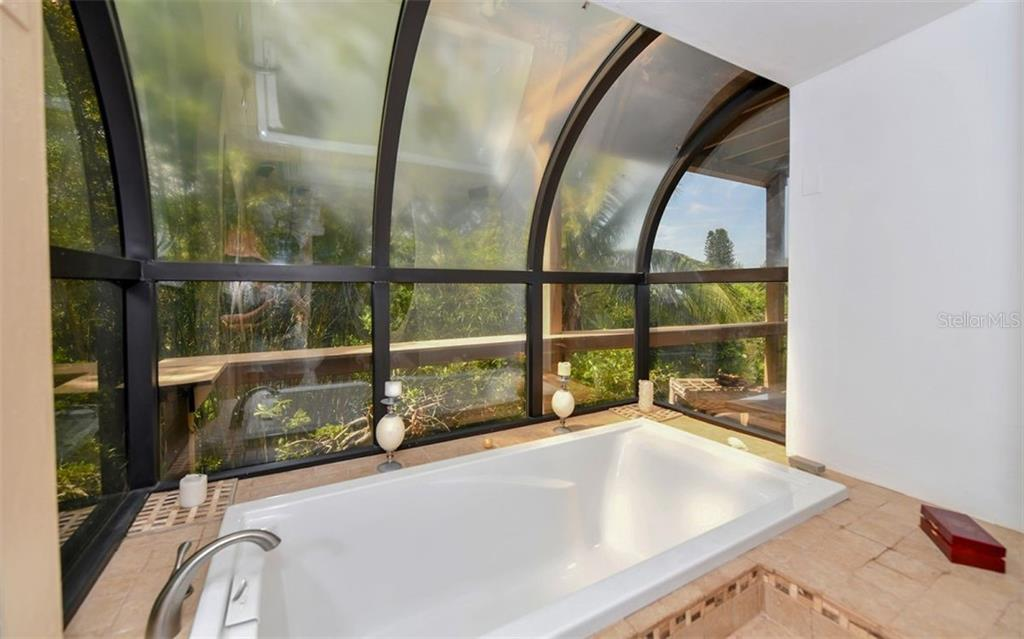 Relaxing Master Bath Tub - Single Family Home for sale at 1238 Sea Plume Way, Sarasota, FL 34242 - MLS Number is A4408272