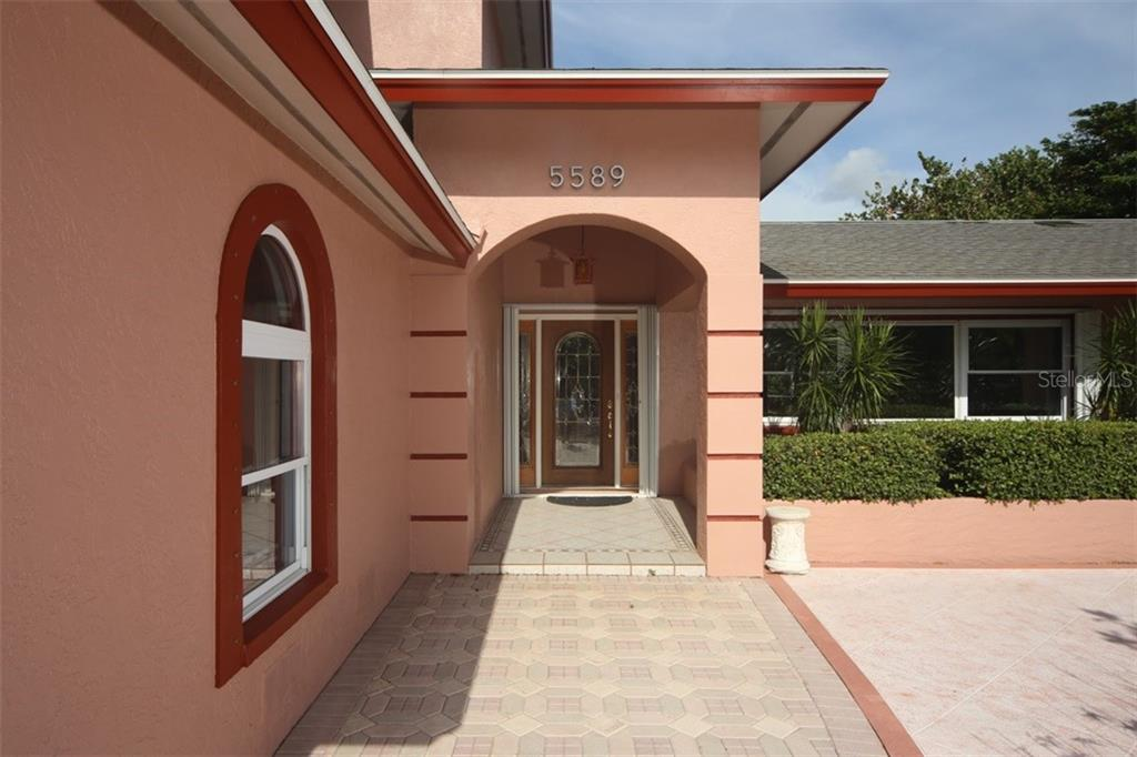 Single Family Home for sale at 5589 Cape Leyte Dr, Sarasota, FL 34242 - MLS Number is A4408485
