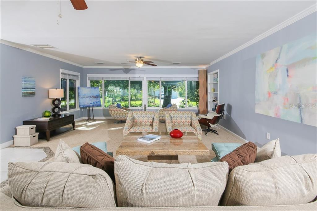 Single Family Home for sale at 324 Bayshore Dr, Venice, FL 34285 - MLS Number is A4409603