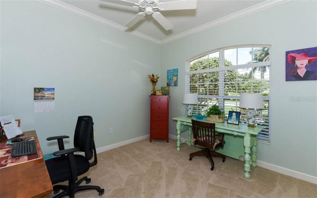 Single Family Home for sale at 6218 Saddlehorn Ave, Sarasota, FL 34243 - MLS Number is A4410094
