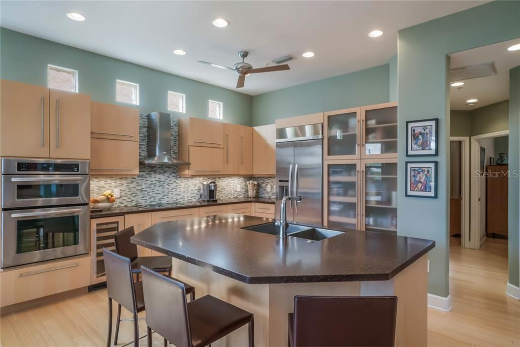Open Kitchen - Single Family Home for sale at 4929 Oxford Dr, Sarasota, FL 34242 - MLS Number is A4410964