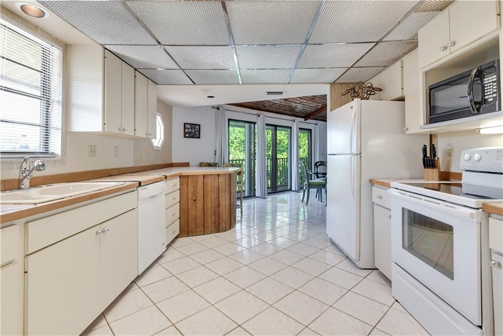 White tile flooring in kitchen - Single Family Home for sale at 6661 Gulf Of Mexico Dr, Longboat Key, FL 34228 - MLS Number is A4410988