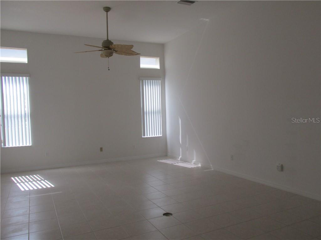 Family room which is open to the kitchen, it also has sliding glass doors to the lanai - Single Family Home for sale at 6584 41st Ct E, Sarasota, FL 34243 - MLS Number is A4411415