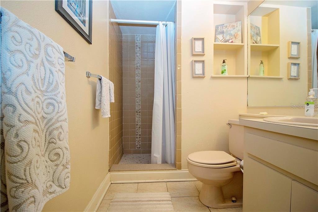 Guest Bath - Single Family Home for sale at 1205 Sea Plume Way, Sarasota, FL 34242 - MLS Number is A4414083