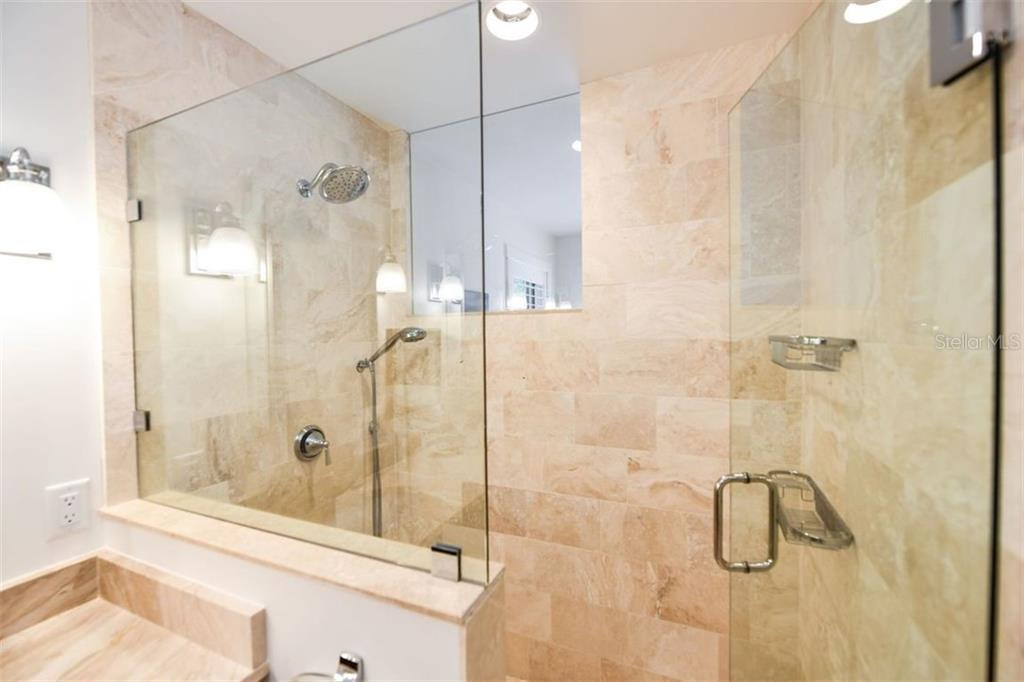 Master Bath Shower - Single Family Home for sale at 550 Ohio Pl, Sarasota, FL 34236 - MLS Number is A4414310