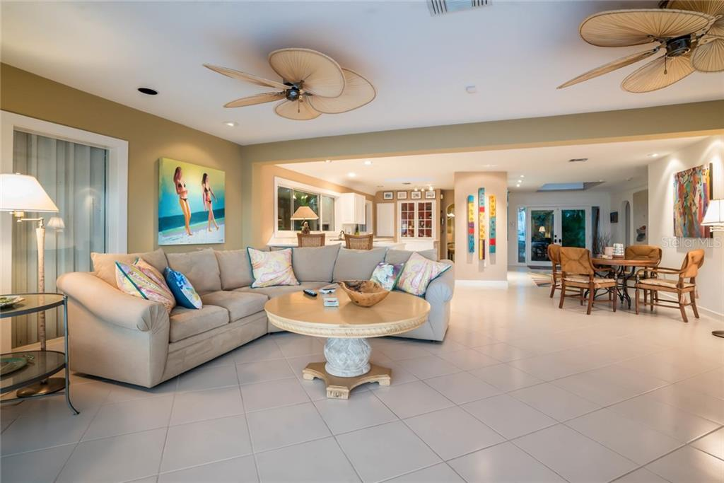 Living room - Single Family Home for sale at 230 N Washington Dr, Sarasota, FL 34236 - MLS Number is A4415745