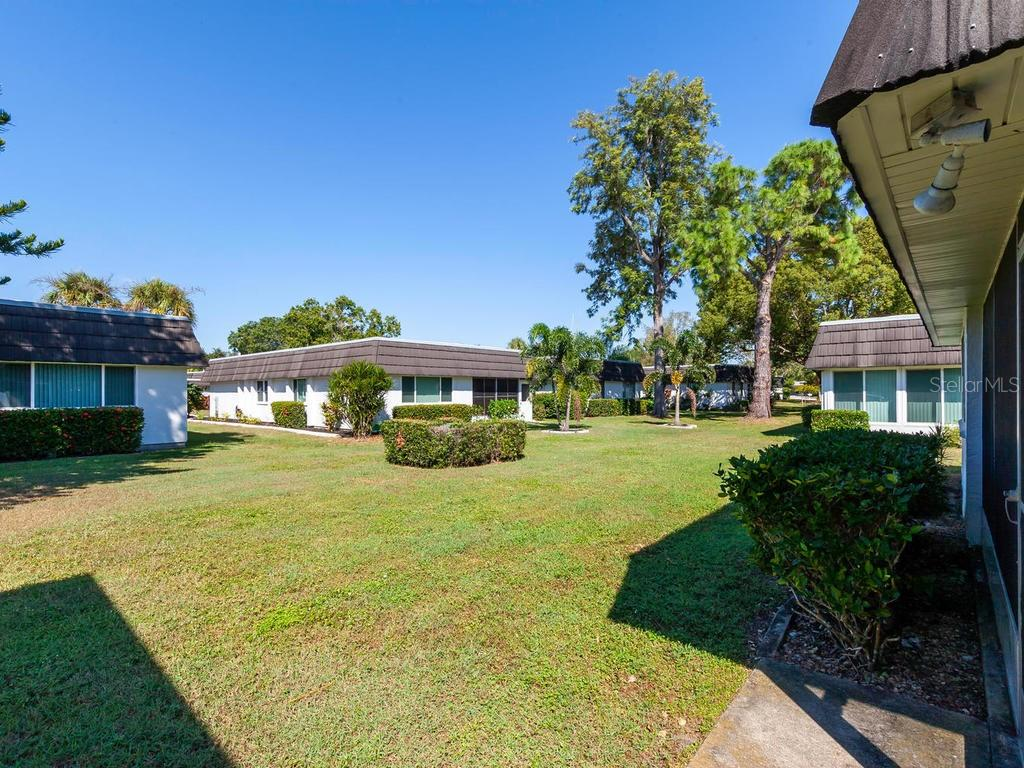 Backyard - Villa for sale at 1513 Lakeside Way #151, Sarasota, FL 34232 - MLS Number is A4417776