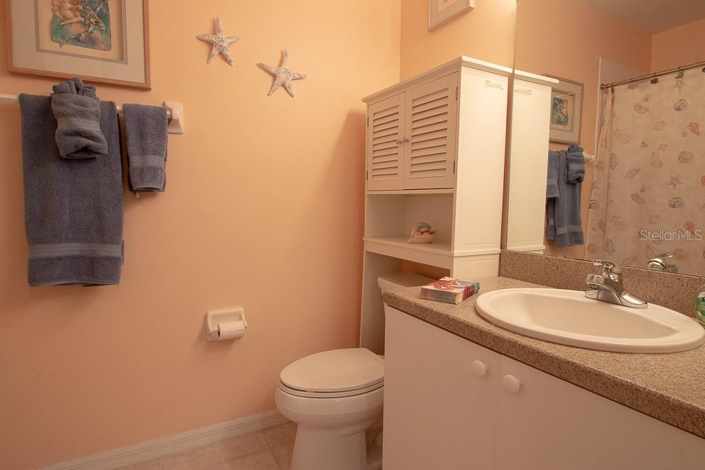 2nd full bath with tub/shower combo - Condo for sale at 9620 Club South Cir #5110, Sarasota, FL 34238 - MLS Number is A4418081
