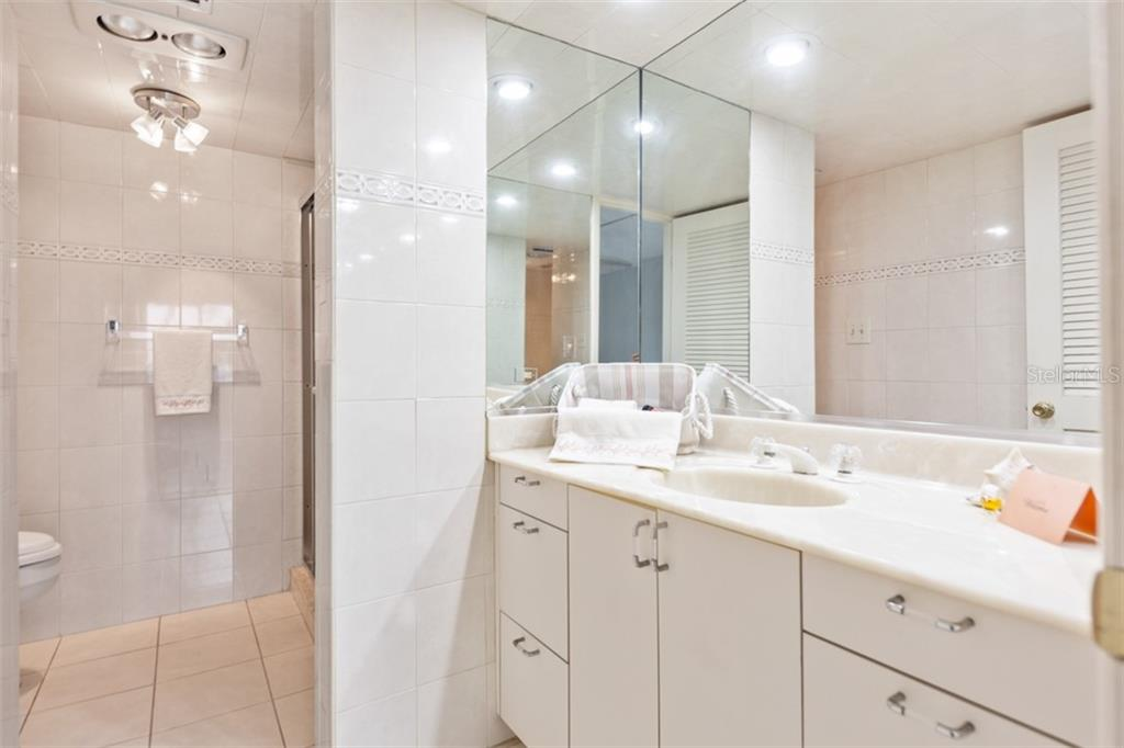 Master bath. - Condo for sale at 450 Gulf Of Mexico Dr #b107, Longboat Key, FL 34228 - MLS Number is A4418457